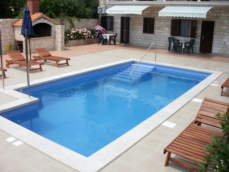 Bol swimming pool apartment sandra 4 for Pool apartments