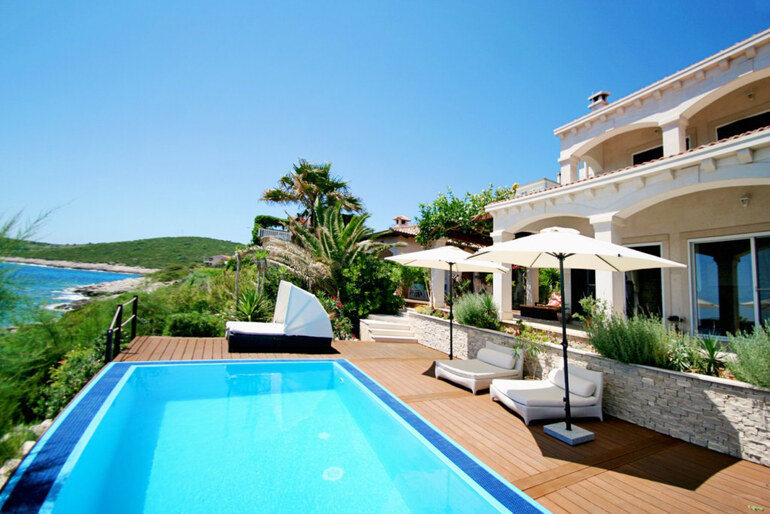 Villa di lusso vis croazia for Immagini ville di lusso