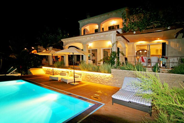 Luxury seaside villa vis for Donasea villas 7