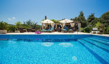 seaside and pool villa holidays Brac island Croatia  (44)