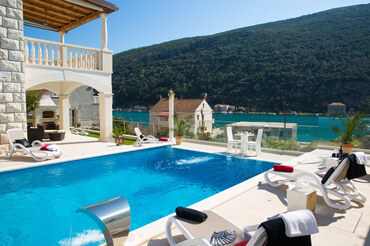 Seafront Dubrovnik Riviera pool Holiday luxury Vila rent  (1)