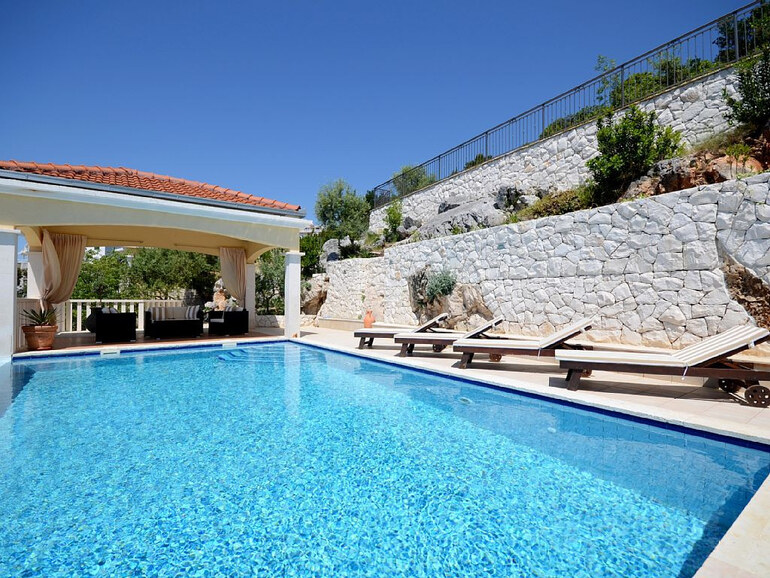Seafront Pool Holiday Rental On Trogir Riviera Near Split